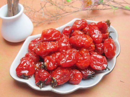 Cách làm mứt cà chua bi dẻo ngon đỏ đẹp tại nhà không cần vôi