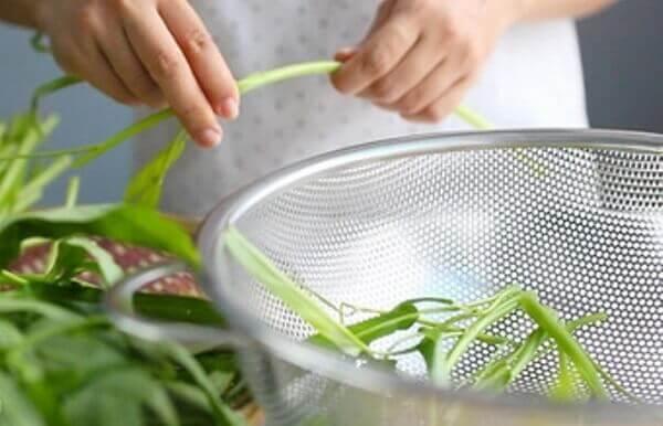 Cách làm rau muống xào tỏi bằng tiếng anh, rau muống xào tỏi của Việt Nam có tên tiếng Anh là gì?