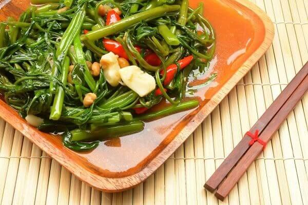 Cách làm rau muống xào tỏi xanh giòn ngon như nhà hàng, 3 món rau xào ăn cơm gia đình hàng ngày
