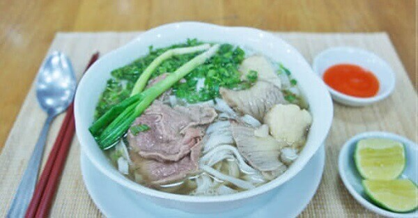 Serve the pho with toppings - Cách nấu phở bò bằng tiếng Anh – How To Make Beef Noodle Pho