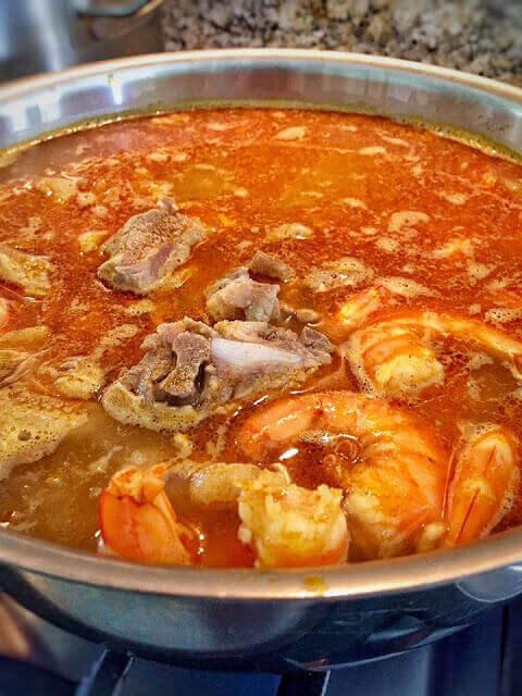 Cách nấu mì quảng truyền thống Việt Nam bằng tiếng anh – How to make mi quang Vietnam (Quang style noodle soup)