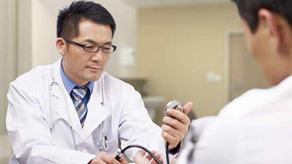 Nhiều người không có thói quen khám sức khỏe tổng quát định kỳ 2 lần trong năm, đến khi phát hiện bệnh đã chuyển sang biến chứng nặng