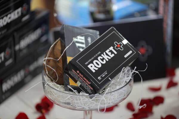 Thuốc Rocket 1h có tác dụng như thế nào, hiệu quả kéo dài trong bao lâu, Rocket 1h có bán lẻ ở tiệm thuốc Tây không và giá bao nhiêu