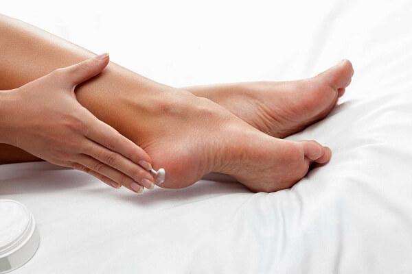 Hiệu quả se khít lỗ chân lông và cấp ẩm của mỡ trăn giúp làm mềm mịn da, căng da, tạo độ bóng cho da.