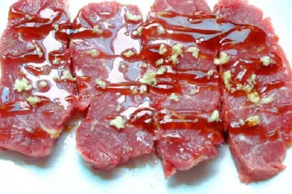 Cách ướp thịt đà điểu né