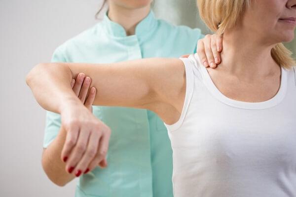 Cách lập kế hoạch chăm sóc bệnh nhân gãy xương, gãy xương đòn, hoặc gãy xương và chấn thương sọ não