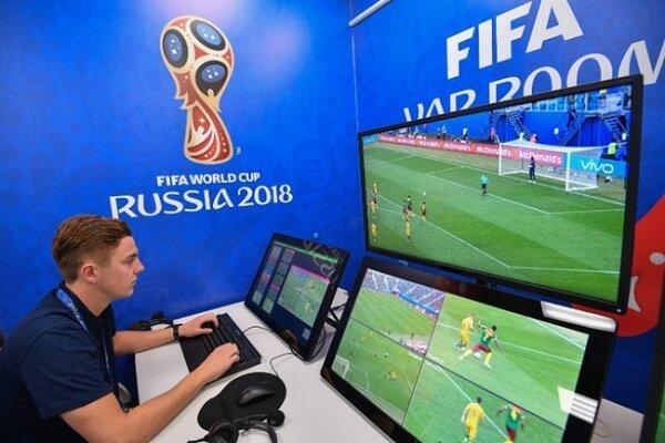 Công nghệ VAR trong bóng đá có tên tiếng Anh là Video Assistant Referee