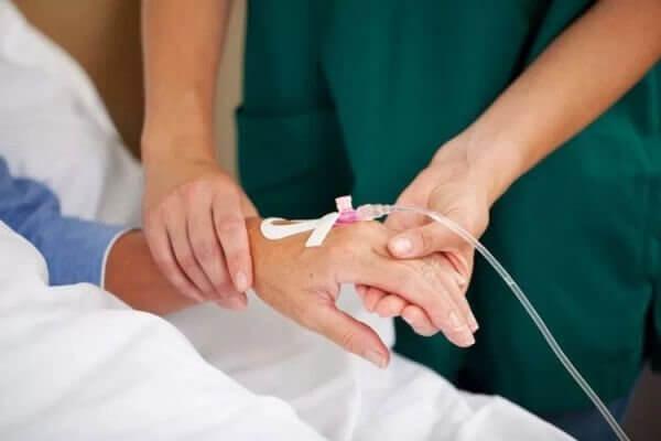 Truyền dịch cho bệnh nhân sau khi mổ