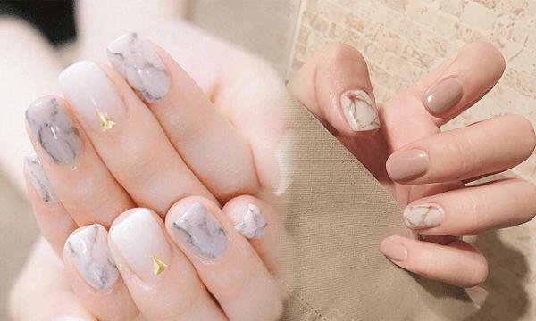 Mẫu nail vân đá, đính đá đẹp tự nhiên cũng không kém phần nổi bật