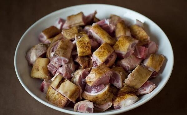 Cách làm món thịt lợn rừng xào sả ớt