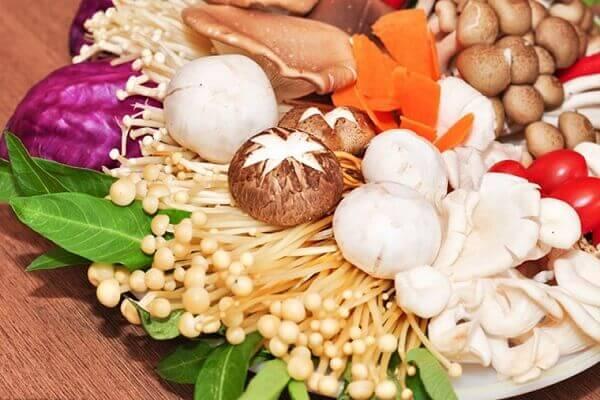 Không chọn những loại nấm có màu sắc sặc sỡ – Tên, hình ảnh các loại nấm thông dụng ăn được, nấm độc ở Việt Nam