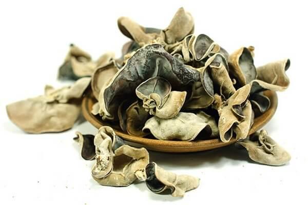 Mộc Nhĩ là tên gọi phổ thông, tên gọi khác là nấm tai mèo – Tên, hình ảnh các loại nấm thông dụng ăn được, nấm độc ở Việt Nam