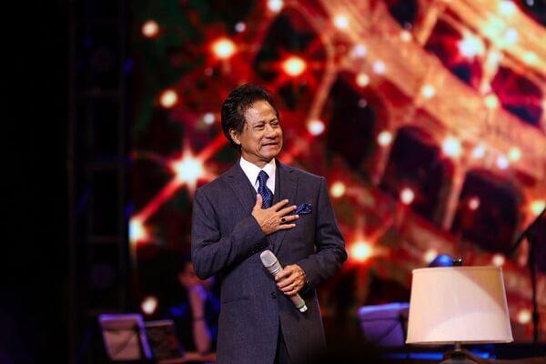 Những năm gần đây, Chế Linh thường xuyên về nước biểu diễn.