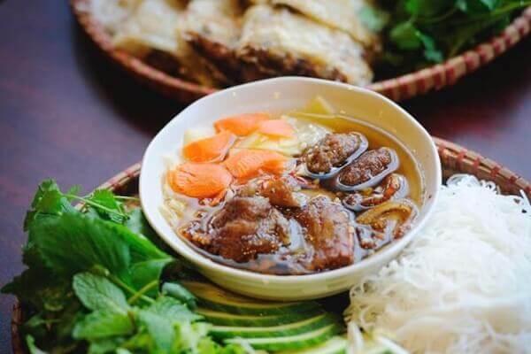 Món bún chả là sự kết hợp hoàn hảo giữa thịt và salad - các món ăn ngon 72 món ẩm thực Vn