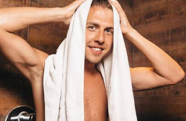 Giữ nếp tóc không cần keo bằng khăn mặt, khăn tắm