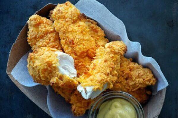 Nên ăn những miếng gà rán luôn ngay sau khi rán gà