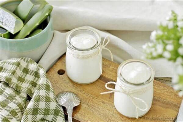 Cách làm sữa chua uống nha đam bằng nồi cơm điện tại nhà
