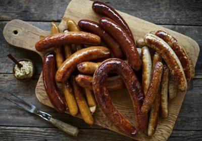 8 cách làm xúc xích tại nhà không cần vỏ, không bị bở với xúc xích heo, bò và xúc xích Đức