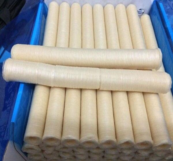 Chọn ống nhồi có kích thước phù hợp với vỏ collagen làm xúc xích