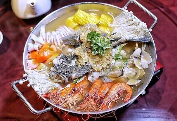 Cách nấu lẩu hải sản chua cay đúng vị Miền Nam