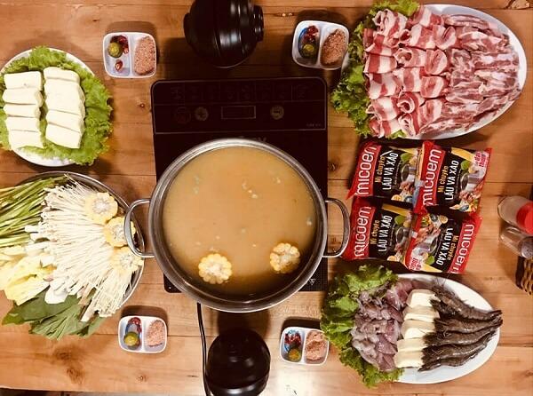 Hoàn thành cách nấu lẩu thập cẩm cho 8 người ăn
