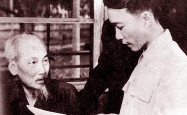 Bài thơ Việt Bắc ra đời nhân sự kiện lịch sử khi Trung ương Đảng cùng chính phủ rời Việt Bắc về Hà Nội