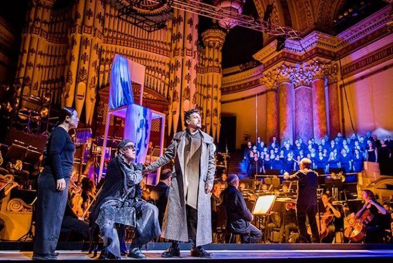 Opera là một thể loại khá đa năng, chúng kết hợp cả kịch và âm nhạc, khiêu vũ,.