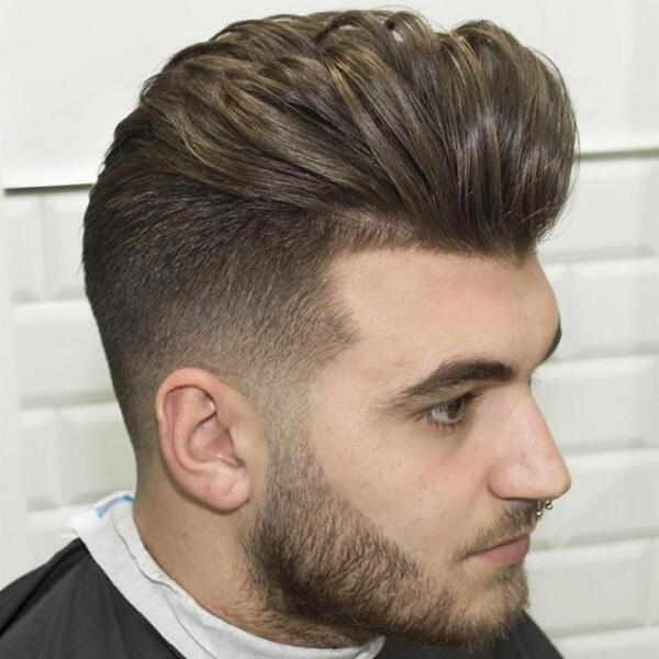 """Kiểu vuốt ngược ngọn tóc tỉa nhọn này vừa giúp nét mặt trở nên sáng sủa hơn lại vừa trông có vẻ như khá gọn gàng, đó sẽ là ưu điểm hấp dẫn nhất mà nếu bỏ qua bạn sẽ """"tiếc hùi hụi"""" cho mà xem."""