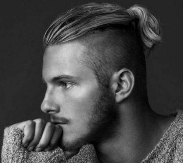 Kiểu tóc lãng tử cho anh chàng thu hút ánh nhìn của mọi người xung quanh