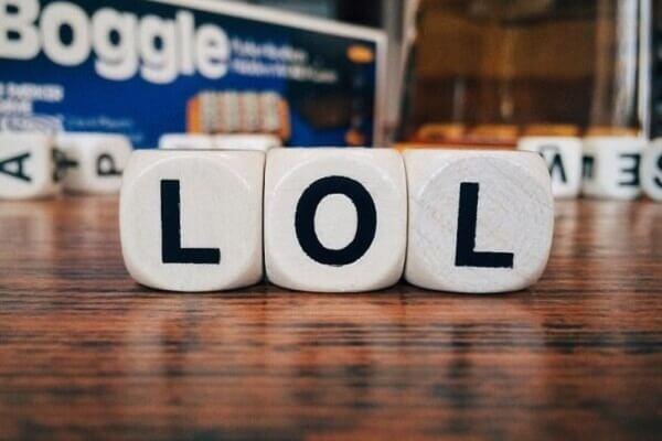 Lol là gì trong tiếng anh và trên Facebook, tiếng lóng có nghĩa bậy là gì?