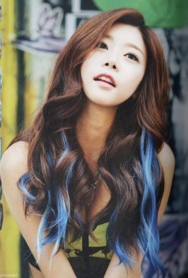 Highlight xanh dương độc đáo kết hợp tóc nâu - tóc móc lai đẹp, tóc đen móc light tóc màu nào đẹp