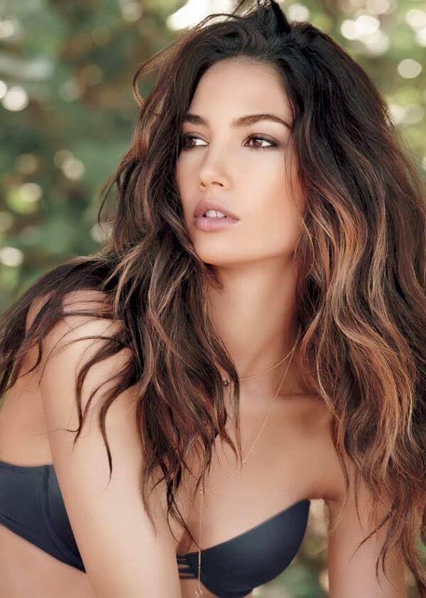Kiểu móc light này là kiểu tóc cơ bản, đơn giản và phổ biến - tóc móc lai đẹp, tóc đen móc light tóc màu nào đẹp
