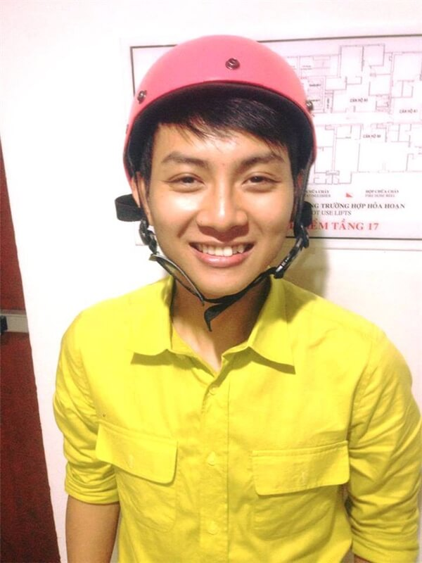Hình ảnh trước kia của Hoài Lâm. Hàm răng sứ trắng sáng, đều tăm tắp đã thay thế hoàn toàn nụ cười răng khểnh ngày nào.