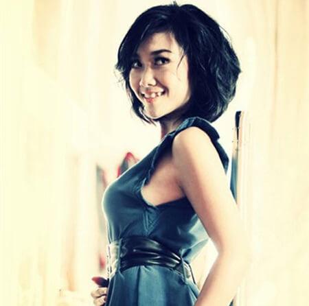 """Nữ ca sĩ """"Socola"""" Đoan Trang nở nụ cười duyên với răng khểnh"""