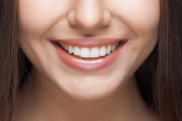 Răng thưa là người như thế nào, 5 quan điểm răng thưa nói lên điều gì, răng cửa thưa tướng số