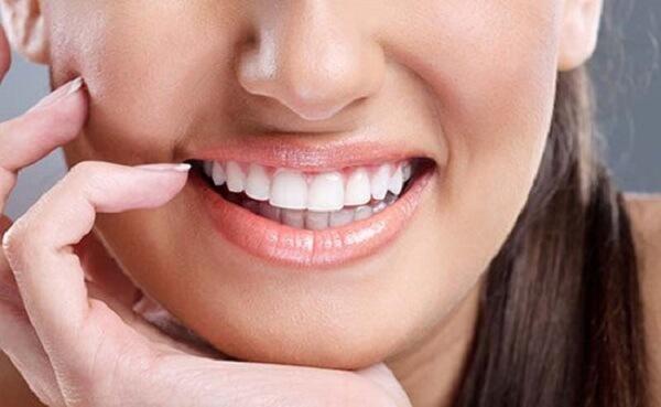 Răng cửa thưa hay răng thưa ảnh hưởng tới tướng số và thẩm mỹ