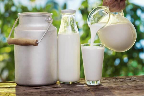 Sữa tươi không đường Vinamilk là dòng thức uống hỗ trợ tốt cho cơ thể nhằm tăng cường sức đề kháng và bổ sung nhiều loại vitamin
