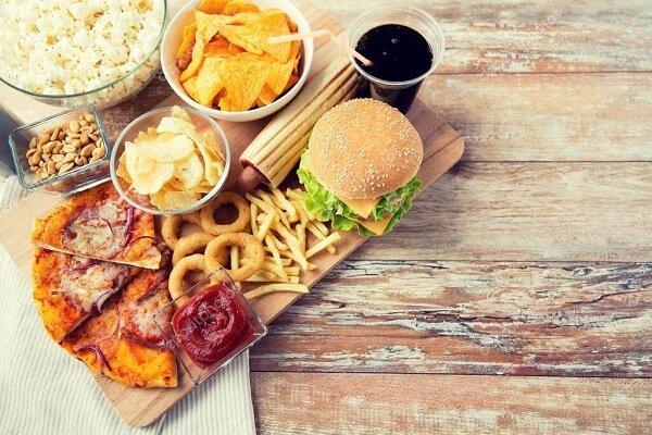 Người bị thoát vị đĩa đệm không nên ăn đồ ăn nhanh