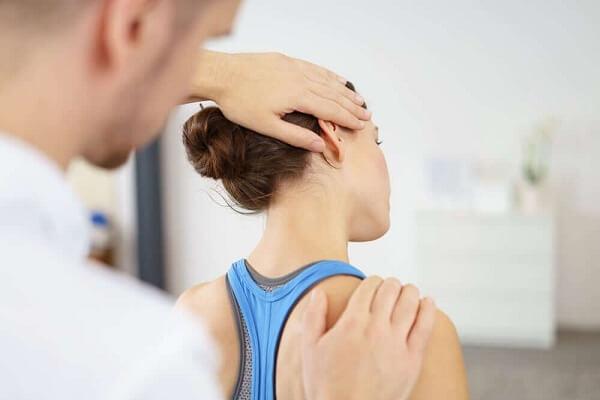 Vật lý trị liệu tập trung vào điều trị các triệu chứng chứ không thể chữa lành hoàn toàn được bệnh.