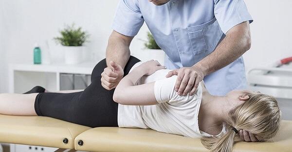 Điều trị thoát vị đĩa đệm bằng trị liệu thần kinh cột sống kết hợp vật lý trị liệu