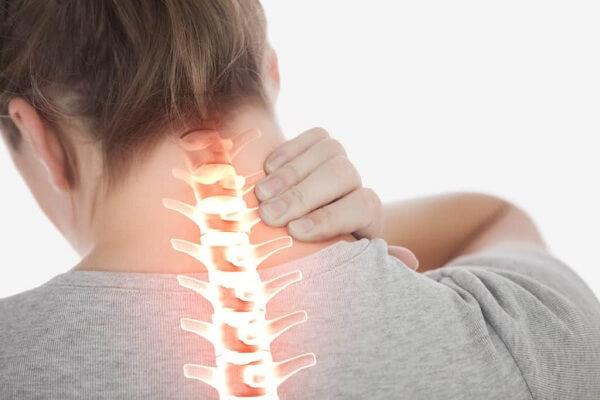 Triệu chứng thoát vị đĩa đệm cổ được chia làm hai dạng: triệu chứng lâm sàng và triệu chứng cận lâm sàng.