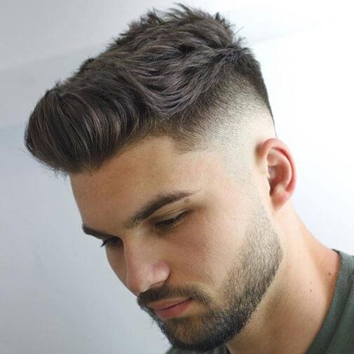 Nam giới trung niên để tóc undercut