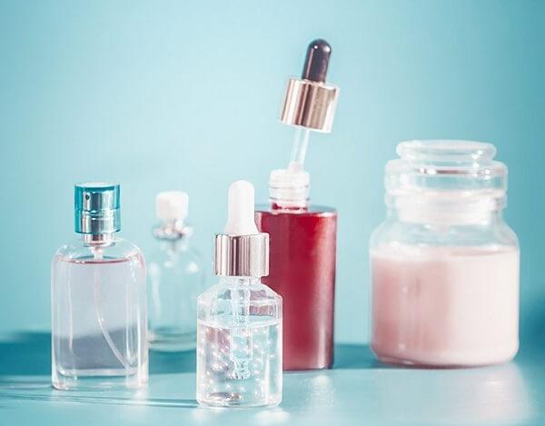 Skin toner thường được làm từ nước hoa hồng