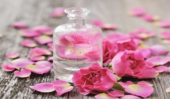 Chọn toner cho da khô nên sử dụng Toner giàu chất dưỡng ẩm