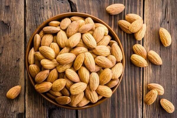 Vitamin pp có nhiều trong các loại thực phẩm như bơ, yến mạch, hạnh nhân và hạt điều.