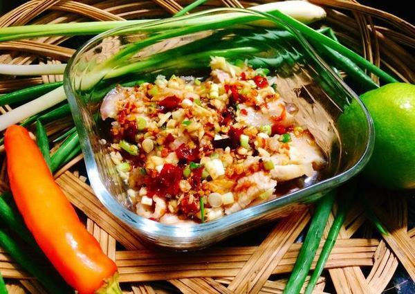 Cách làm món thịt ba chỉ luộc sốt tỏi cay