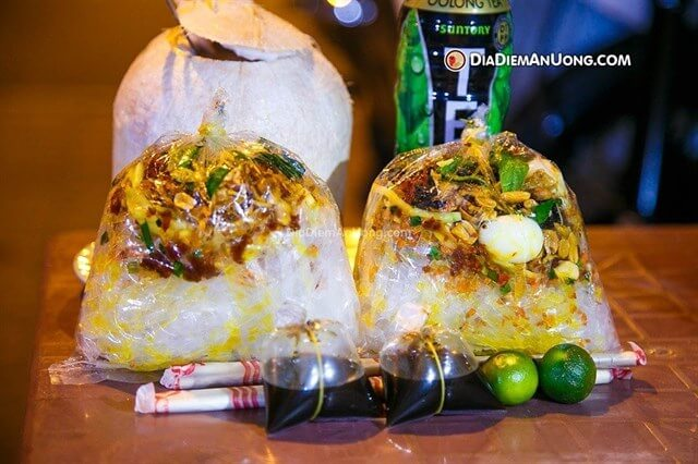 Bánh tráng trộn Hòa Hảo - Lô S chung cư Ngô Gia Tự, quận 10, đường Hòa Hảo