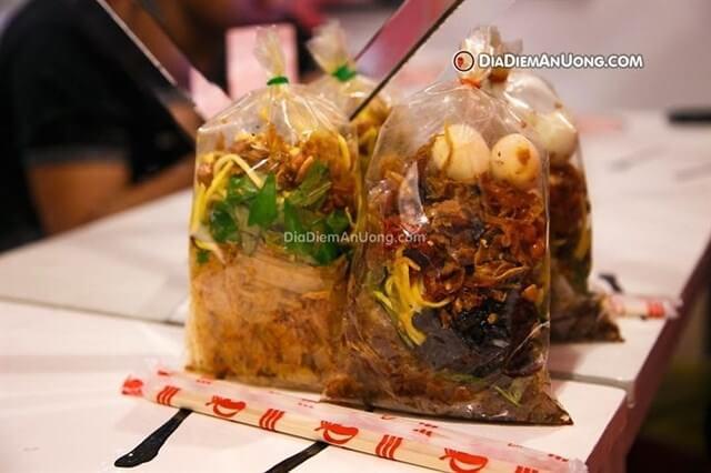 Bánh tráng trộn Long 34 Nguyễn Thượng Hiền, quận 3