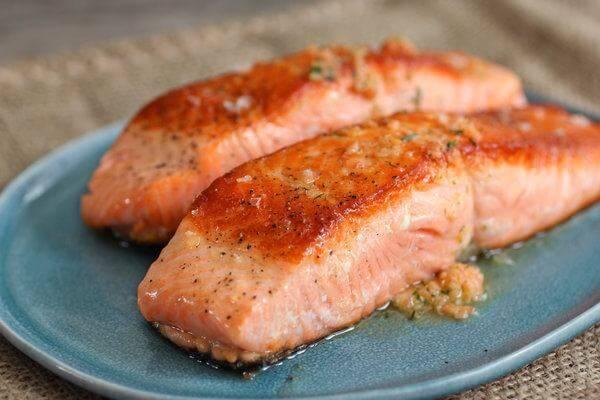 Cá hồi chứa nhiều axit béo omega-3