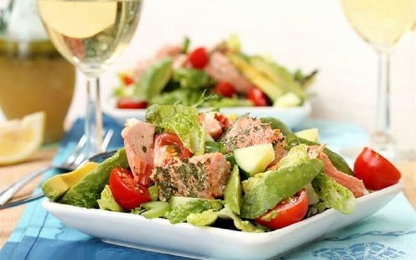 Salad cá hồi tươi – món ngon từ cá hồi lạ, ngon, đẹp mắt cho mẹ bầu